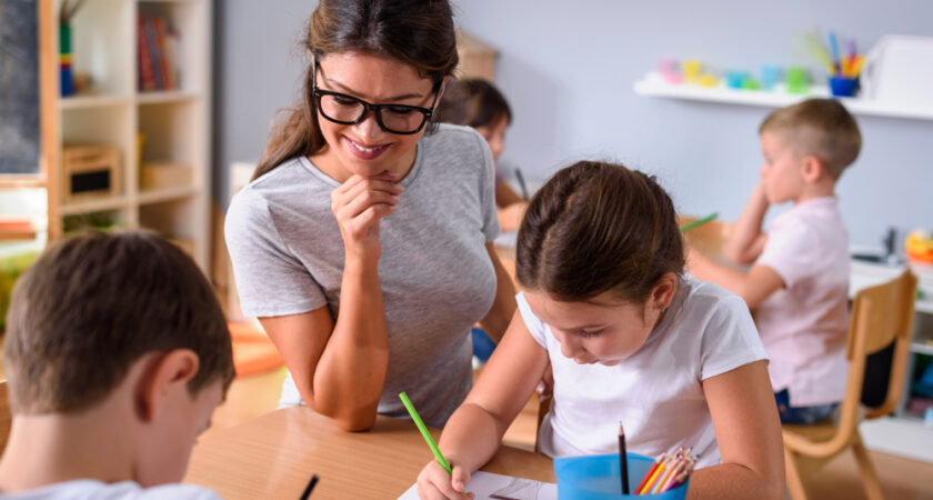 Meseria de educator – ce face mai exact un educator și ce studii necesită