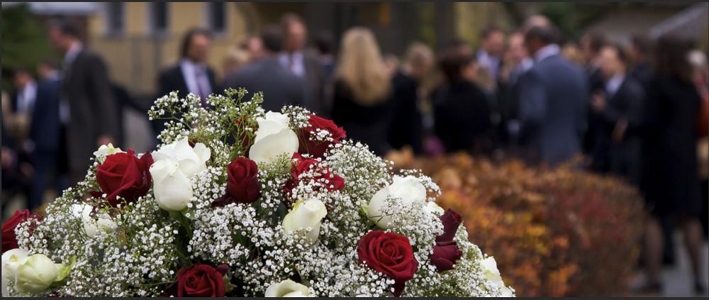 Organizarea unei inmormantari: avantajele alegerii serviciilor funerare