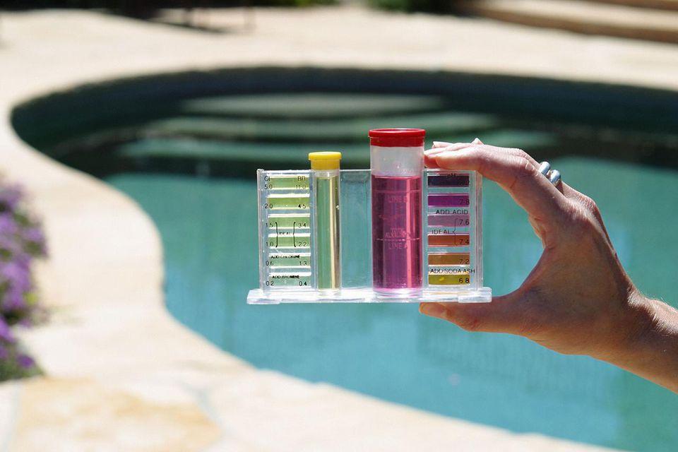 Tipuri de clor pentru tratarea apei din piscina si metode de tratare a apei cu clor