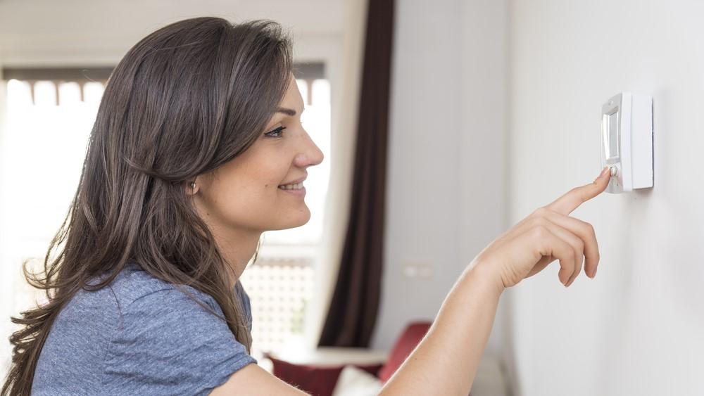 Termostatul de camera : avantaje si caracteristici specifice ale acestuia