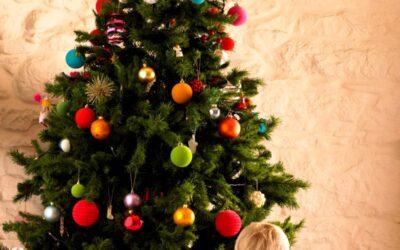 5 sfaturi pentru a ascunde baza unui copac artificial de Craciun
